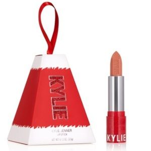 Kylie Cosmetics COMING TO TOWN holiday 2019